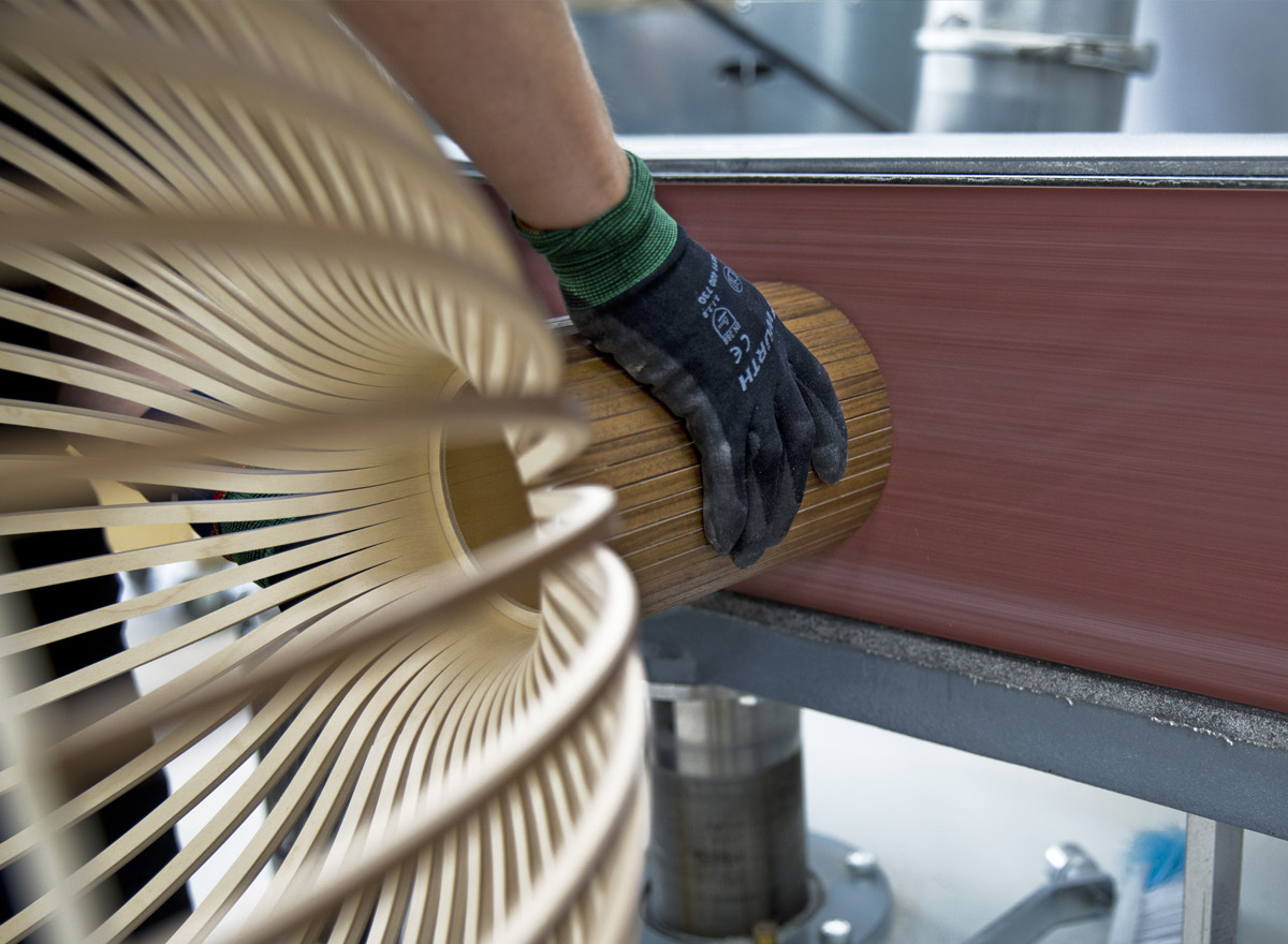 The use of the high quality machinery is thoroughly instructed to the carpenters.
