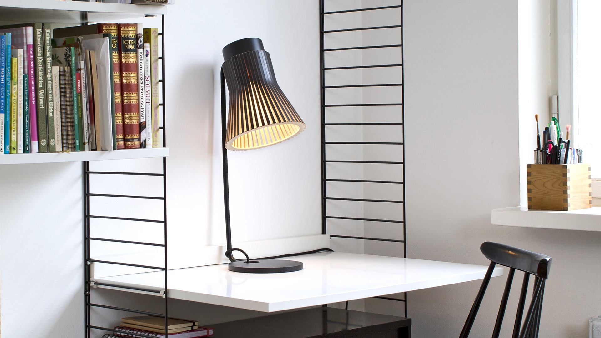 Petite 4620 wooden modern table lamp Secto Design | Secto Design
